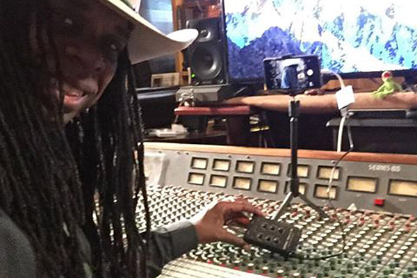 Larry-Mitchel-studio-with-MixerFace-600